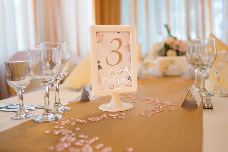 сватбена табелка маса